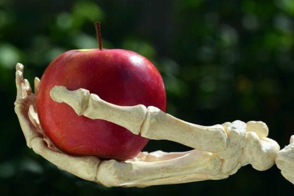 The 5 Dangerous Foods We Enjoy to Eat